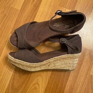 Toms Wedge Sandals. Size W5.5